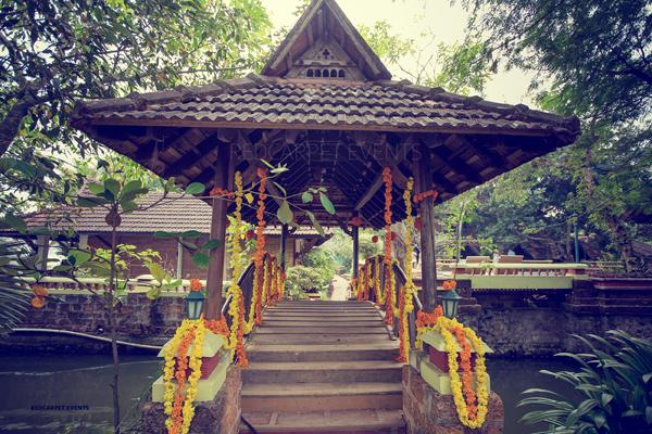 Destination_Wedding_Aleppey_punnamada_Resort_Event_wedding_planner_Mehandi_kerala_brahmin_nair_Wedding_tradtional_style_floral_decor.jpg