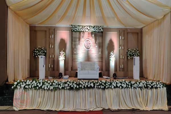 jute back drop and candles