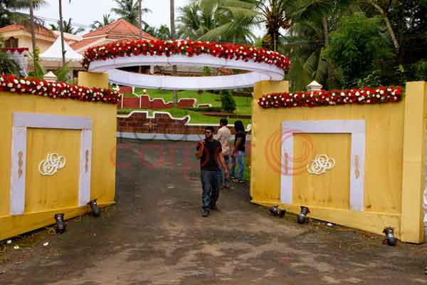 customised residence gate decor floral