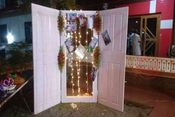 photo booth with door theme