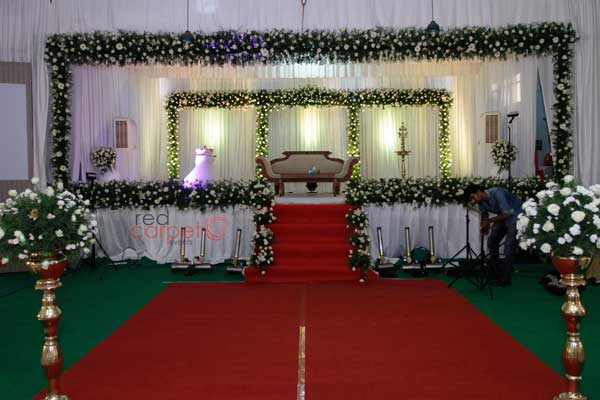 pathway standees with floral decor -Christian wedding planning by Red Carpet Events at chengannur thiruvalla pala kottayam kerala India Wedding Planning Gallery