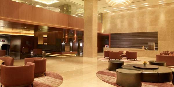 Hotel Crowne Plaza facilities: Hotel reception lobby
