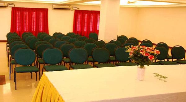 Hotel_raiban_alappuzha_event_management_wedding_stage_decor.jpg
