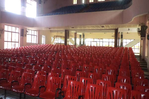 Rvees Auditorium facilities:
