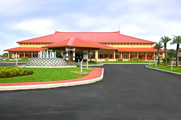 Lulu international convention centre_front view_thrissur.JPG